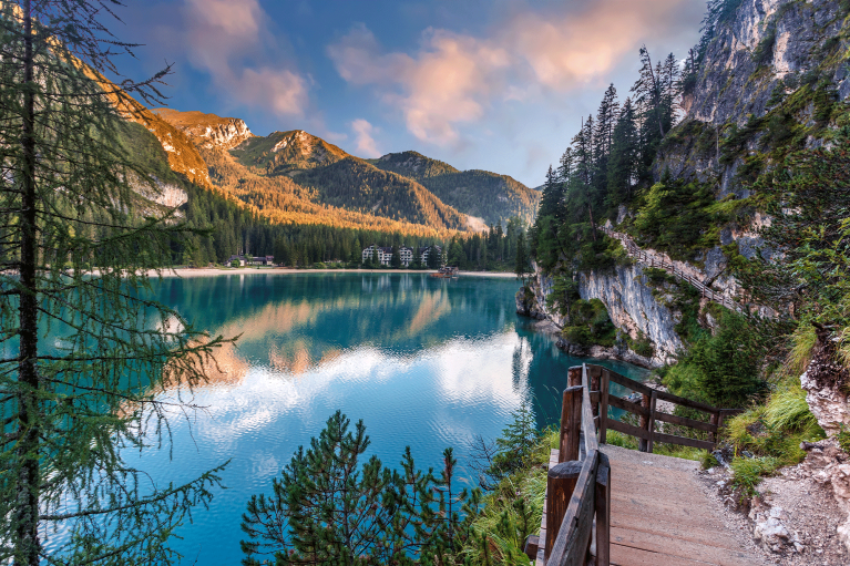 italy-dolomites-hiking-train-lake-braies