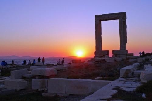 Sunset behind the Naxos Arch, Greece | Greek islands with Interrail